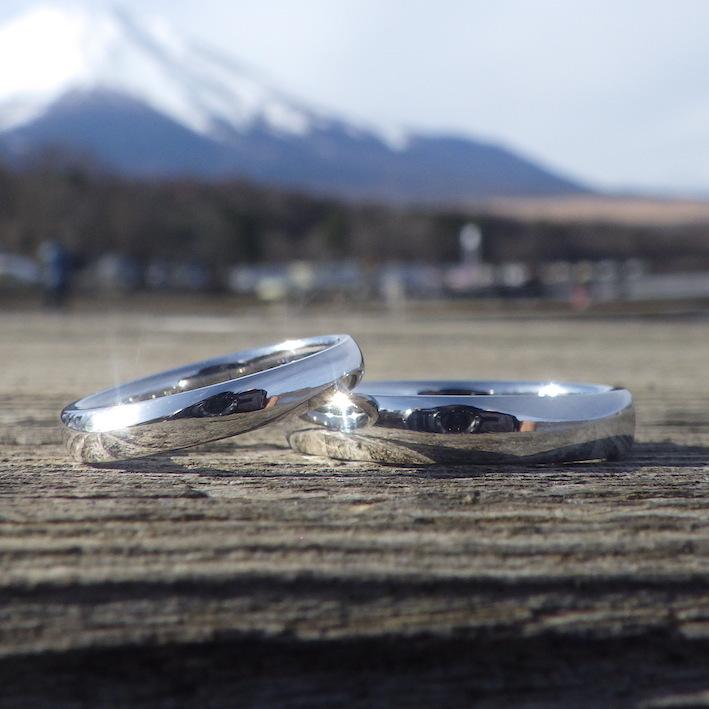 宇宙でもっとも祝福に満ちた金属・イリジウムの結婚指輪 Iridium Rings