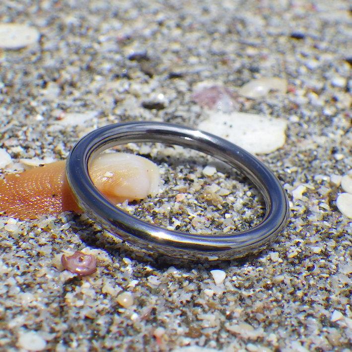 最小限な意匠が潔くて美しい!金属アレルギーにならないタンタルの結婚指輪 Tantalum Ring