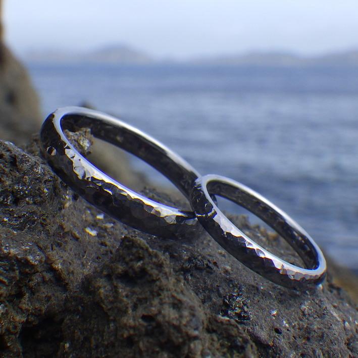 鎚目の雰囲気が美しい!タンタルの結婚指輪 Tantalum Rings