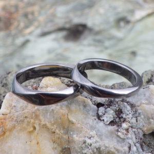 メビウスの輪のデザインをアレンジ・タンタルの結婚指輪 Tantalum Rings