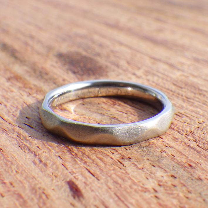 流れるような柔らかいイメージ・チタンの結婚指輪 Titanium Ring