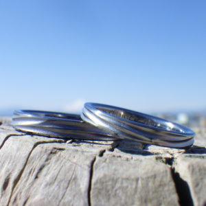 波の彫刻・タンタルとハフニウムの結婚指輪  Tantalum & Hafnium Rings