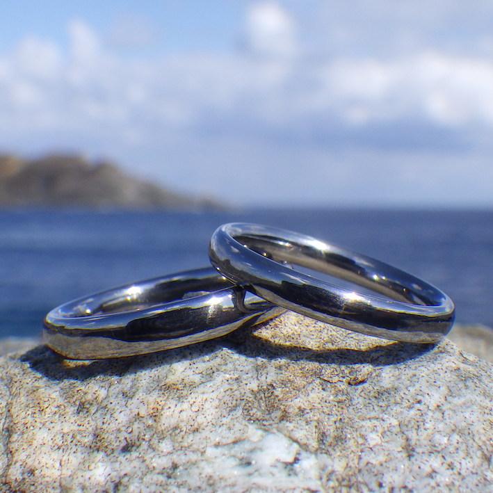 独特の色合いが美しい!タンタルの結婚指輪 Tantalum Rings