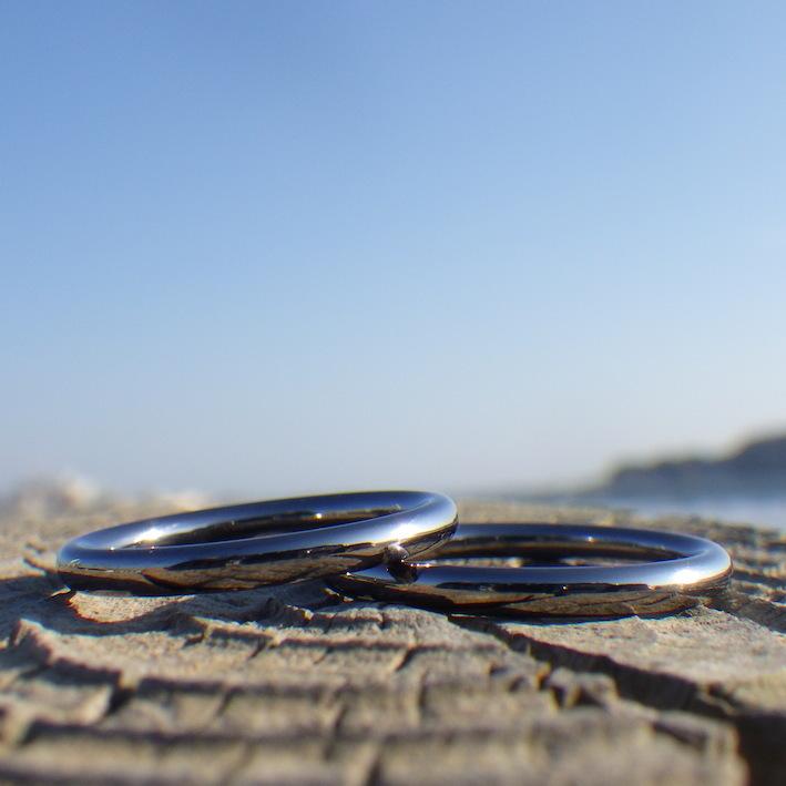 究極にシンプルで優しい着け心地!タンタルの結婚指輪 Tantalum Rings