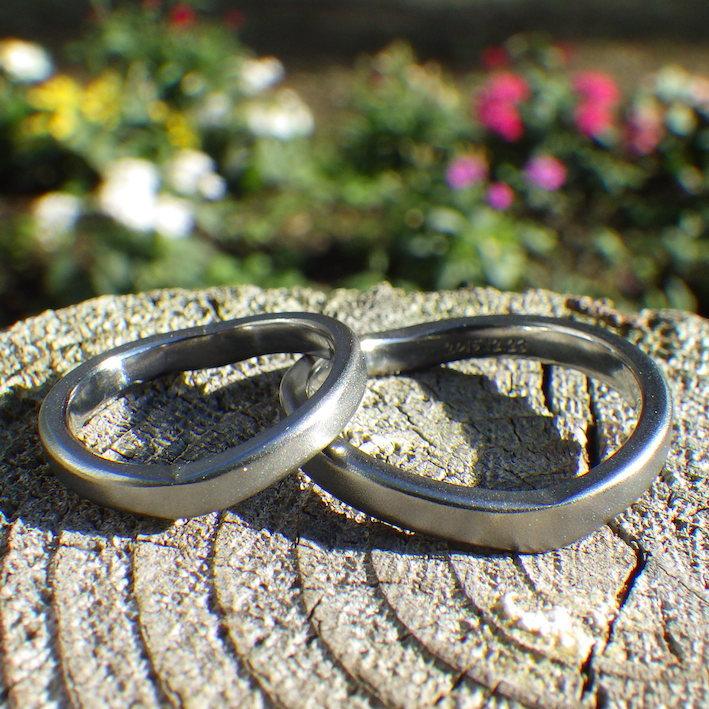 ハートリング・ハフニウムの結婚指輪 Hafnium Rings