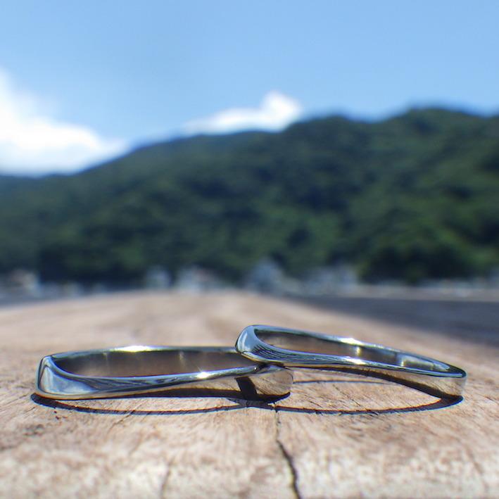 ねじりの曲線が特徴的!ハフニウムの結婚指輪 Hafnium Rings