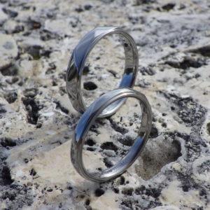 思いやりのこもった結婚指輪作り・ハフニウムの結婚指輪 Hafnium Rings