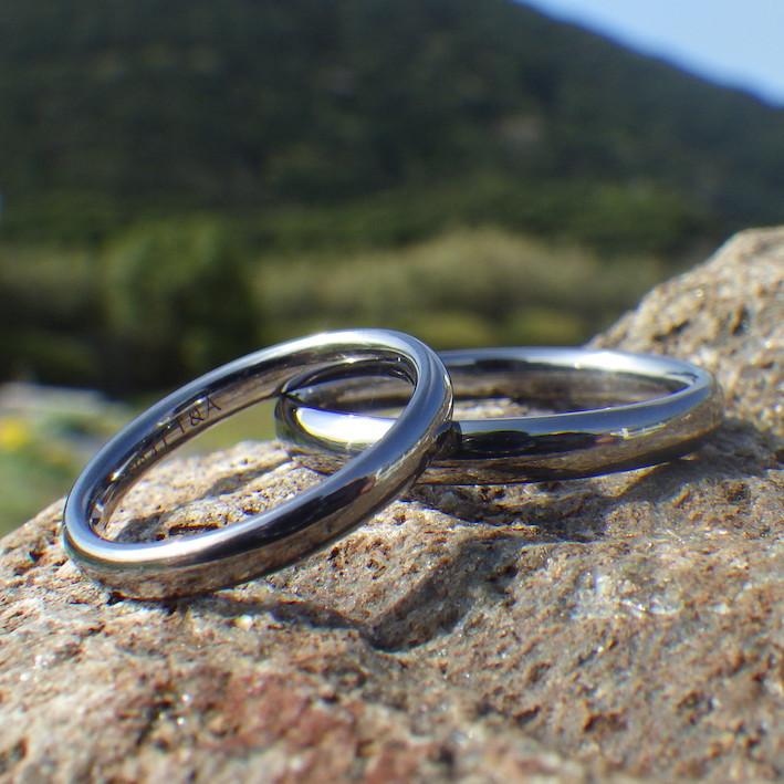 究極の着け心地を追求した曲線・タンタルの結婚指輪 Tantalum Rings