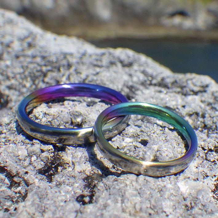 リングの内側に色とりどりのグラデーション・ジルコニウムの結婚指輪 Zirconium Rings