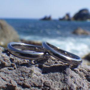 かわいらしいウェーブのデザイン・タンタルの結婚指輪 Tantalum Rings