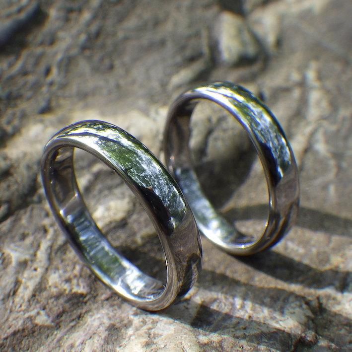 磨き上げたタンタルの美しい仕上がり・タンタルの結婚指輪 Tantalum Rings