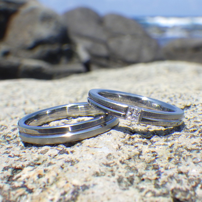 プリンセスハグセッティング・ハフニウムの結婚指輪 Hafnium Rings
