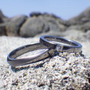 プリンセスハグセッティング・タンタルの結婚指輪 Tantalum Rings