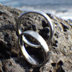 シンプルで快適な着け心地・ハフニウムの結婚指輪 Hafnium Rings