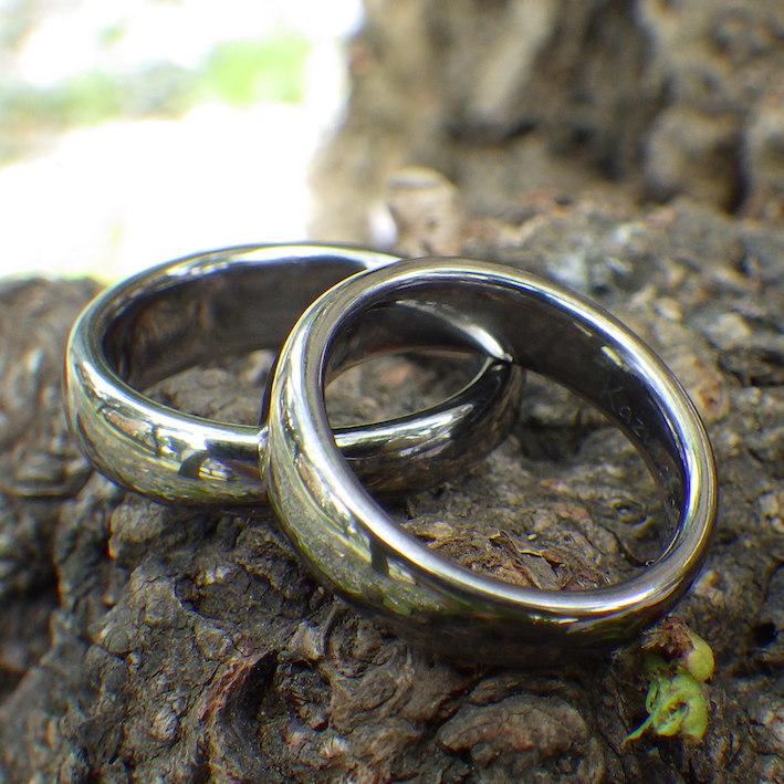 メールオーダーで理想どおり!タンタルの結婚指輪 Tantalum Rings