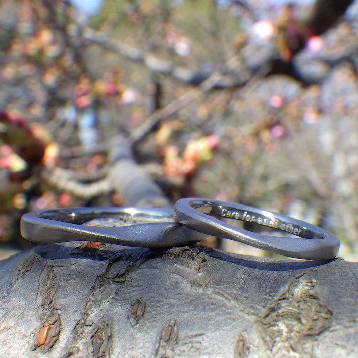 滑らかな流れのデザイン・タンタルの結婚指輪 Tantalum Rings