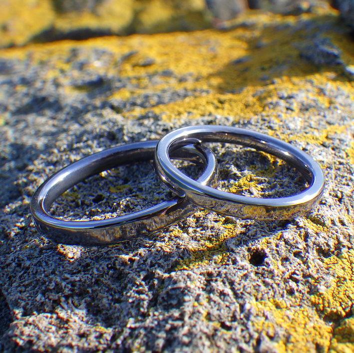 冷間鍛造による張りのある質感・タンタルの結婚指輪 Tantalum Rings
