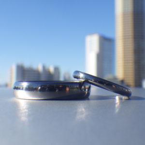 シンプルなシルエットに映えるタンタルならではの色味の美しさ・タンタルの結婚指輪 Tantalum Rings