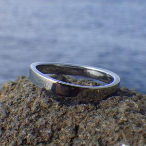 プラチナの結婚指輪の金属アレルギーにお困りの方へ、ハフニウムでお作りした同じデザインの結婚指輪 Hafnium Ring