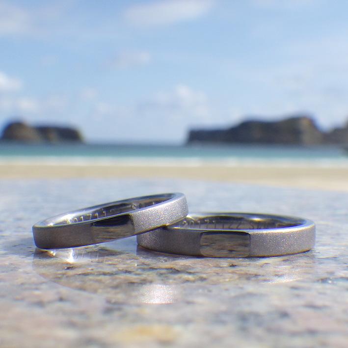 人とかぶらないデザインと素材・タンタルの結婚指輪 Tantalum Rings