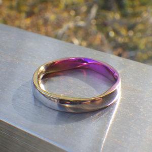 ニオブの美しい陽極酸化発色を活かした結婚指輪 Niobium Ring