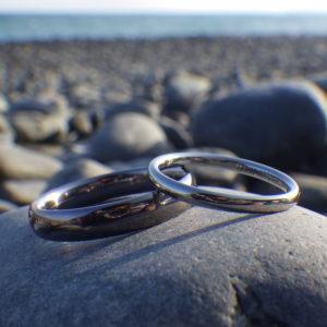 素材のコントラストが美しい!タンタルとハフニウムの結婚指輪 Tantalum & Hafnium Rings