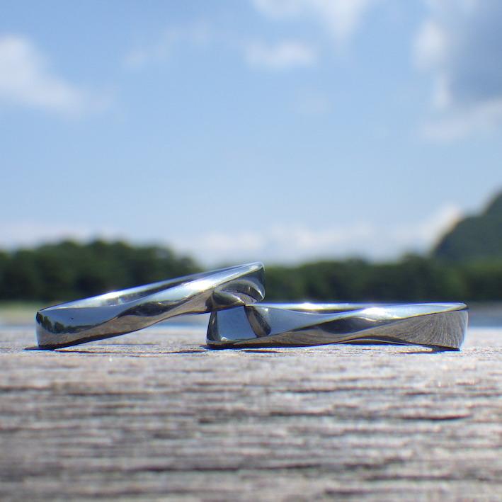 指にフィットするメビウスの輪のデザイン・ハフニウムの結婚指輪 Hafnium Rings