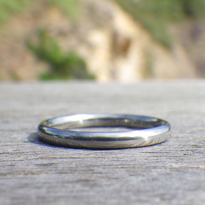 金属アレルギーの奥さまへプレゼント・ハフニウムの結婚指輪 Hafnium Ring