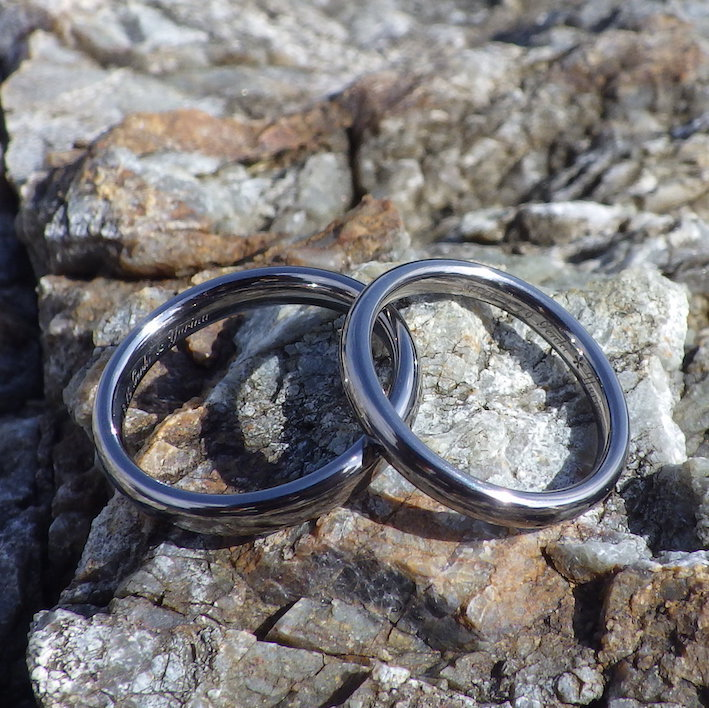 実用の中で美しさと快適さを感じられるタンタルの結婚指輪 Tantalum Rings