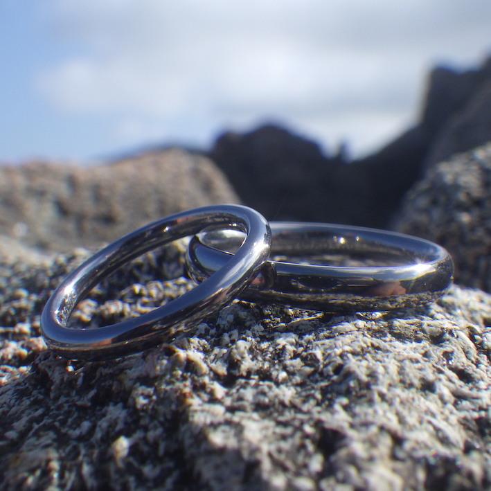 メールオーダーで理想の通りに・タンタルの結婚指輪 Tantalum Rings