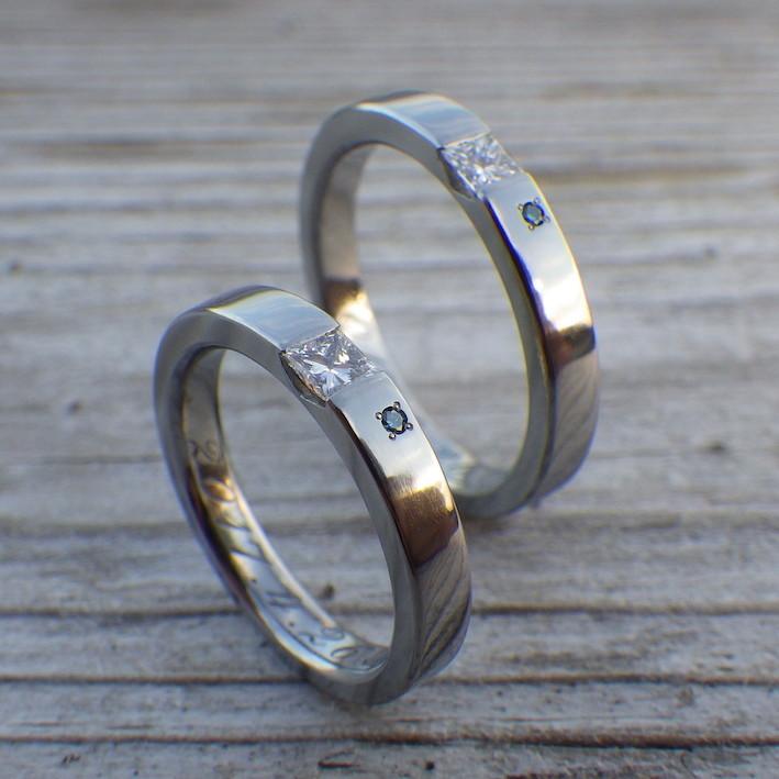 プリンセスハグセッティングのハフニウムの結婚指輪 Hafnium Rings