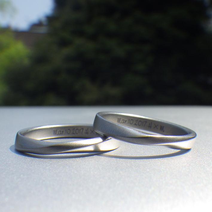 上品なサンドブラスト仕上げ・ハフニウムの結婚指輪 Hafnium Rings