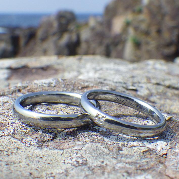 ダイヤモンドが一点輝くハフニウムの結婚指輪 Hafnium Rings