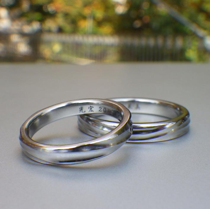 滔々と水が流れるような造形・ハフニウムの結婚指輪 Hafnium Rings
