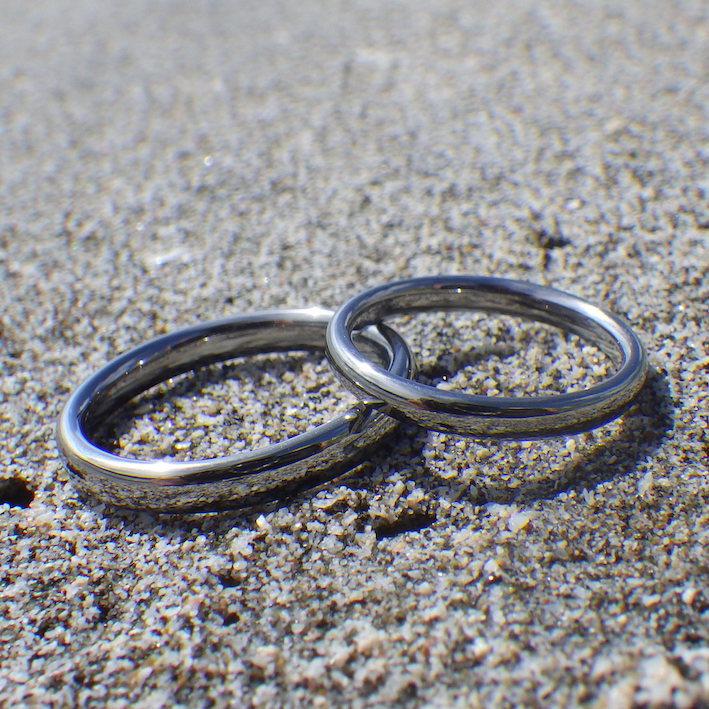 絶妙な着け心地・ハフニウムの結婚指輪 Hafnium Rings