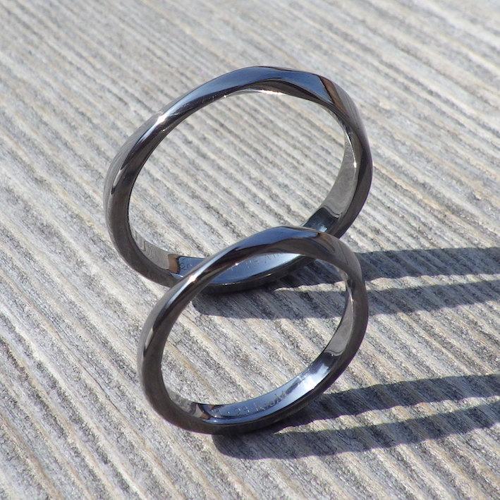 永遠の象徴、メビウスの輪のデザイン・タンタルの結婚指輪 Tantalum Rings