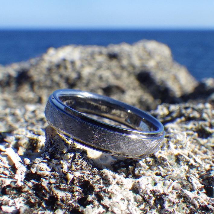 様々な表情を見せるタンタルの素材の美しさ Tantalum Ring