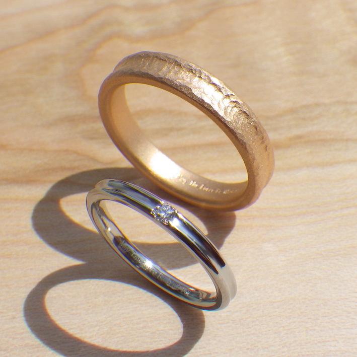 オレンジゴールドとハフニウムの美しい色合わせの結婚指輪 Orange gold & Hafnium Rings