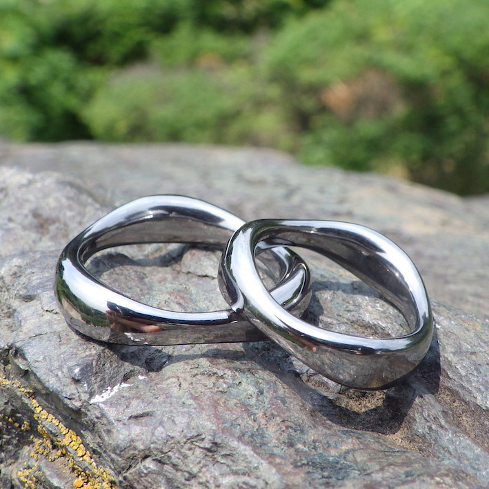 ルーローの三角形をデザインに・タンタルの結婚指輪 Tantalum Rings