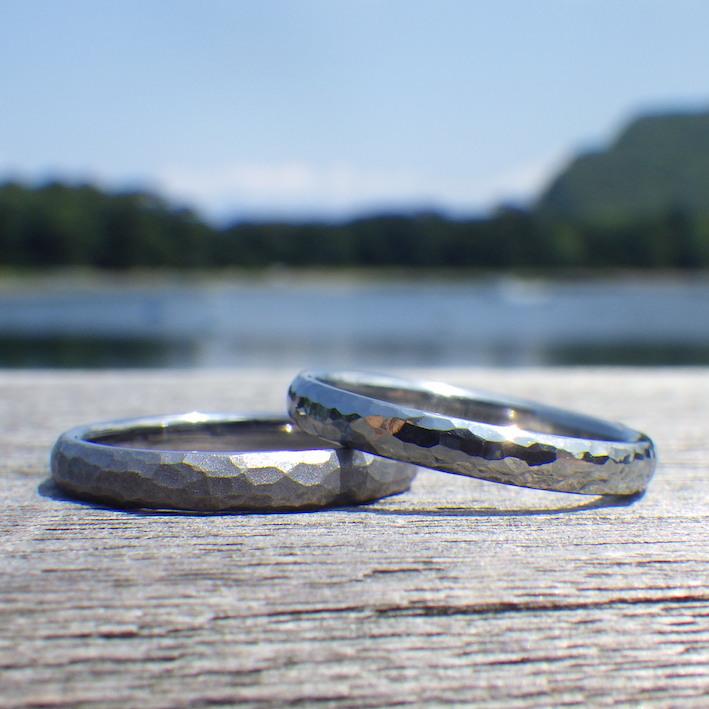 新鮮な素材の触り心地!タンタルとハフニウムの結婚指輪 Tantalum & Hafnium Rings