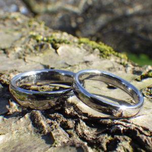 深く澄んだ透明感!タンタルの結婚指輪 Tantalum Rings