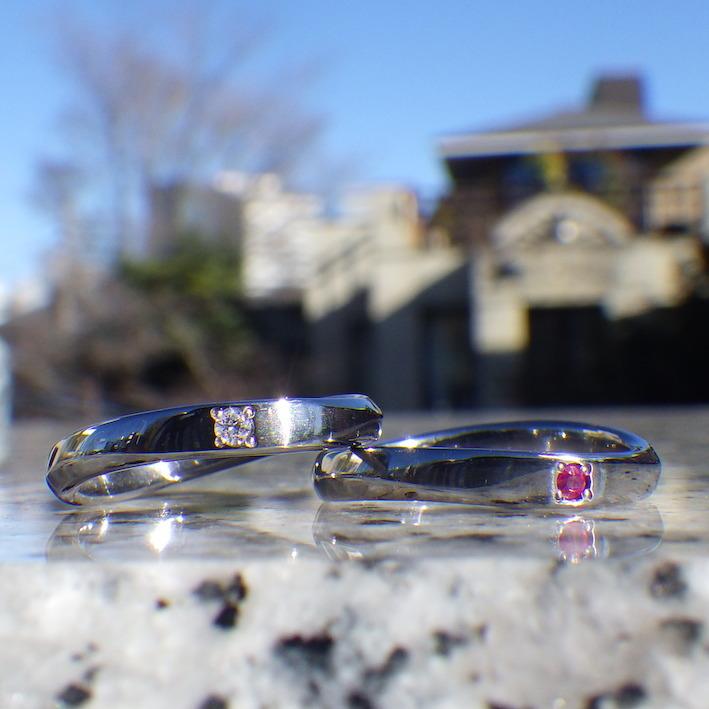 ダイヤモンドとルビーを石留めしたタンタルの結婚指輪 Tantalum Rings