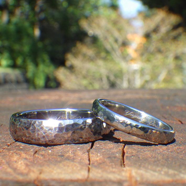 鎚目仕上げが輝く・タンタルとハフニウムの結婚指輪 Tantalum & Hafnium Rings