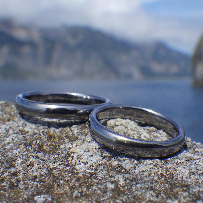 磨き上げられたタンタルの美しさ・タンタルの結婚指輪 Tantalum Rings