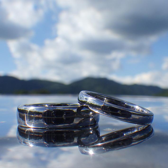 純タンタルを削り出し、磨き上げた結婚指輪 Tantalum Rings