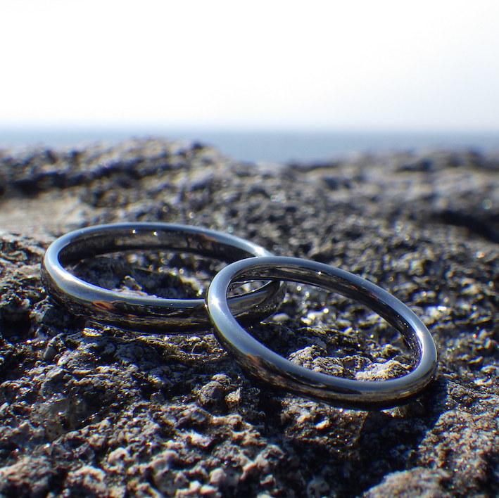 丁寧に心をこめて1つずつ削り出し・タンタルの結婚指輪 Tantalum Rings
