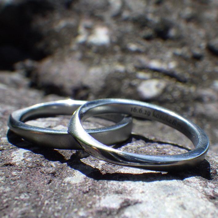 メビウスの輪のデザイン・ハフニウムの結婚指輪 Hafnium Rings