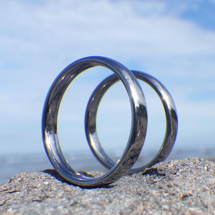 夏の汗でも不快になりにくい!タンタルの結婚指輪 Tantalum Rings