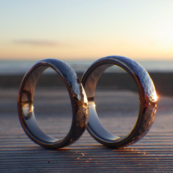 鎚目仕上げが美しいタンタルの結婚指輪 Tantalum Rings