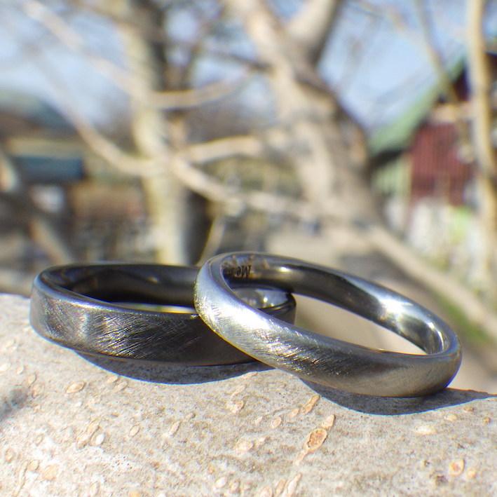 8枚花弁のデザイン・ジルコニウムとハフニウムの結婚指輪 Zirconium & Hafnium Rings